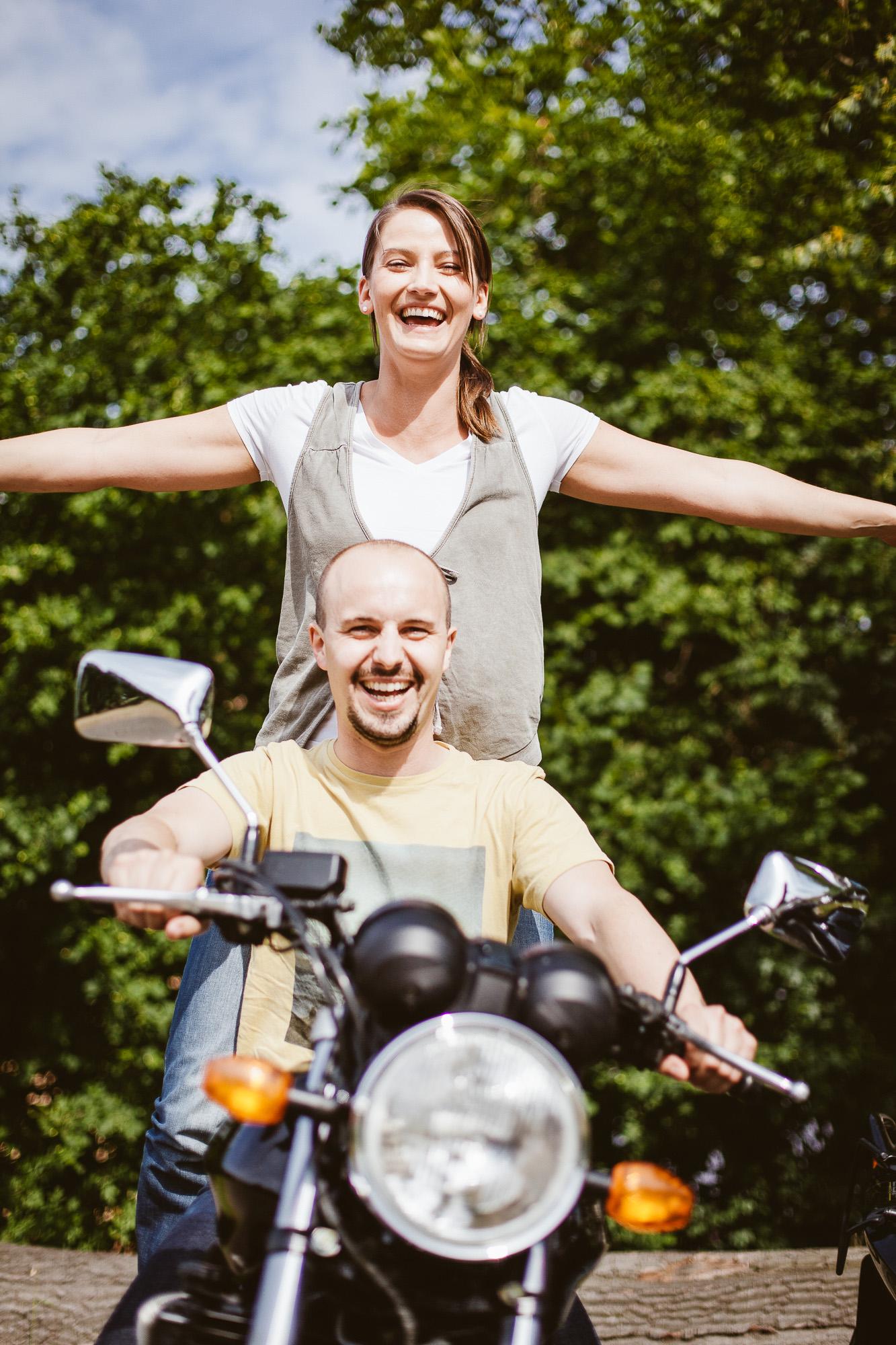 Tina-und-Paul-Engagement-Foto-Avec-Amis-88