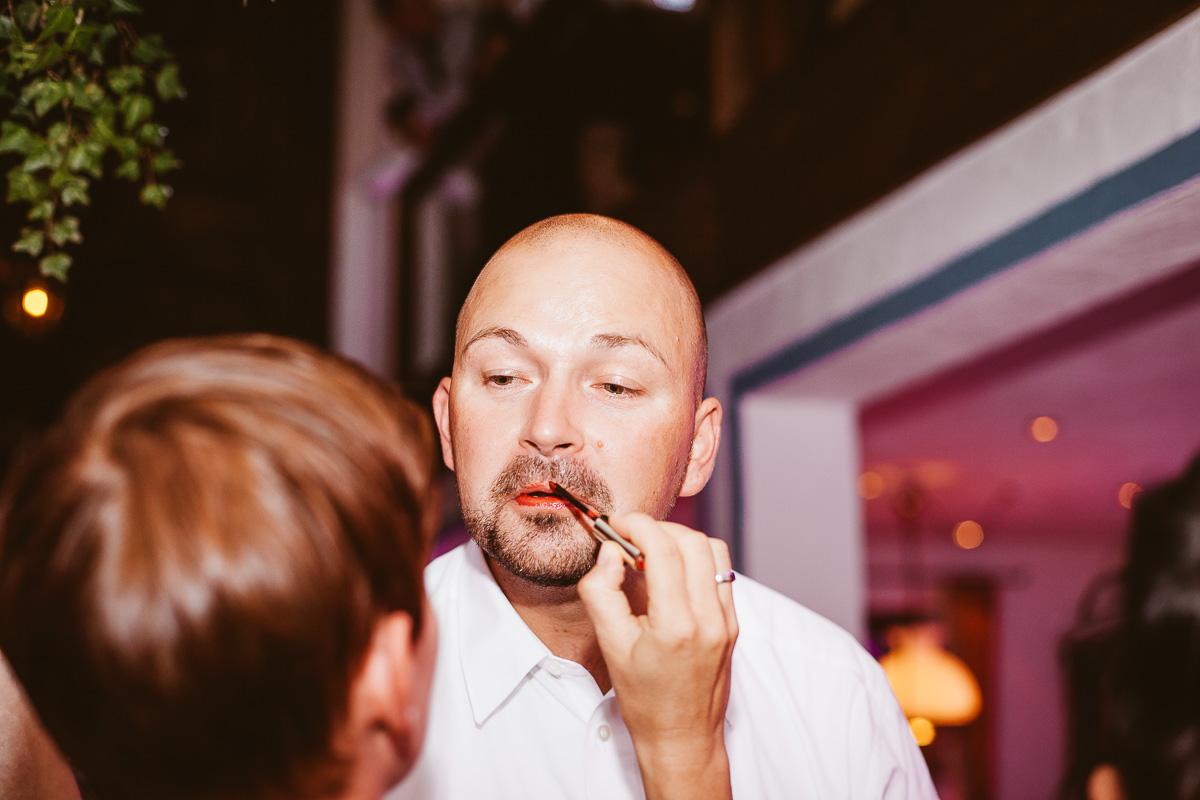 Melli-und-Andy-Hochzeitsreportage-Farbe-web-Foto-Avec-Amis-660