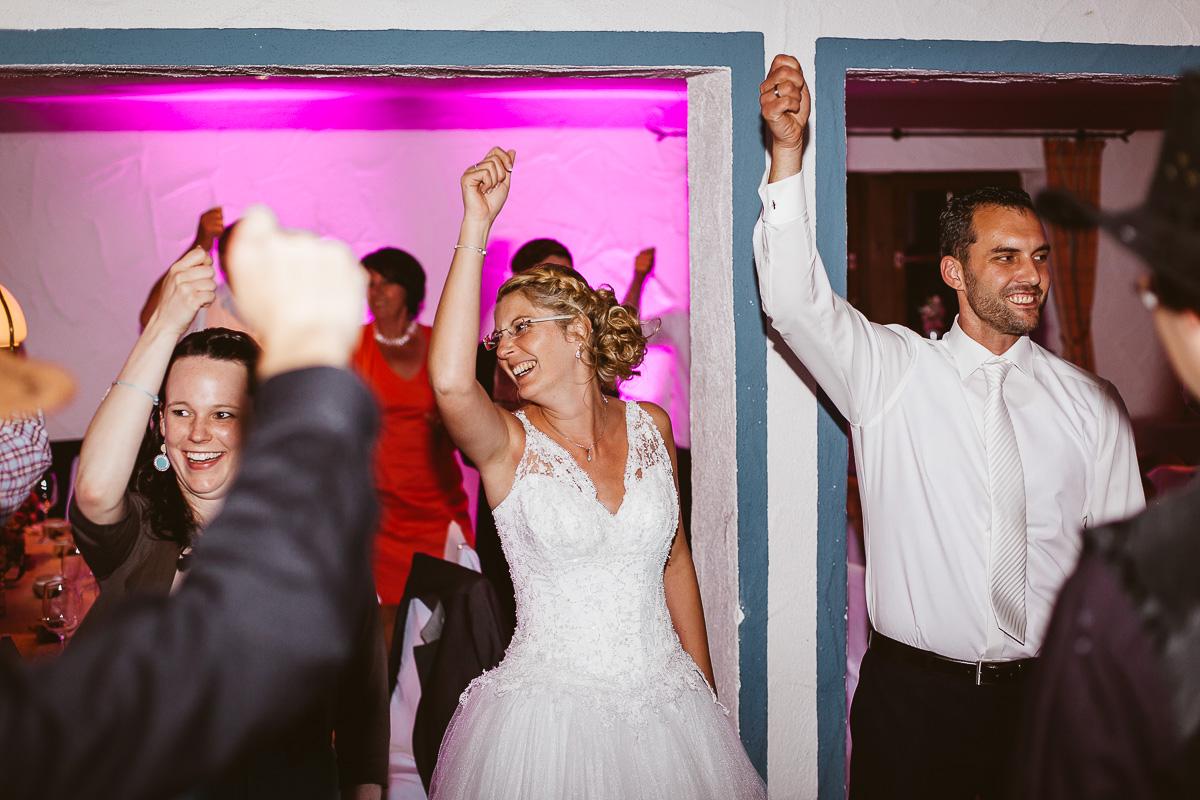 Melli-und-Andy-Hochzeitsreportage-Farbe-web-Foto-Avec-Amis-677