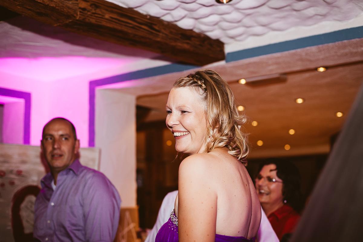 Melli-und-Andy-Hochzeitsreportage-Farbe-web-Foto-Avec-Amis-700