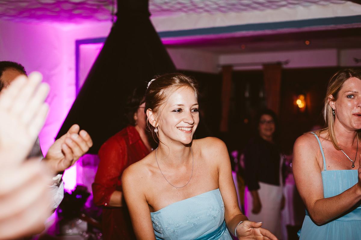 Melli-und-Andy-Hochzeitsreportage-Farbe-web-Foto-Avec-Amis-711