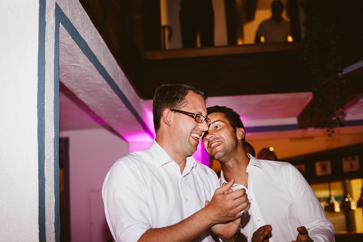 Melli-und-Andy-Hochzeitsreportage-Farbe-web-Foto-Avec-Amis-712